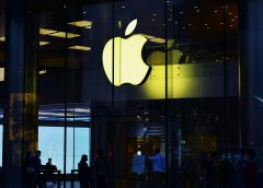 Apple Execs Chose to Keep a Hack of 128 Million iPhones Quiet
